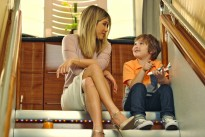 Jennifer Aniston makes a new friend on Emirates