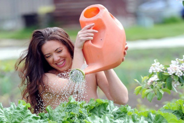 Resultado de imagen para World Naked Gardening Day