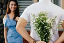 Simple gestures that'll make a woman's heart melt .. [exclusive]